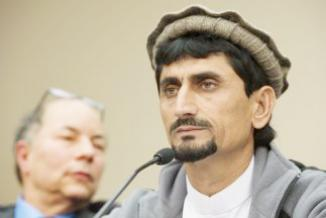 <!--:es-->Víctimas de ataques con drones testificaron …Víctimas pakistaníes de ataques con drones de EEUU hablaron en el Capitolio<!--:-->