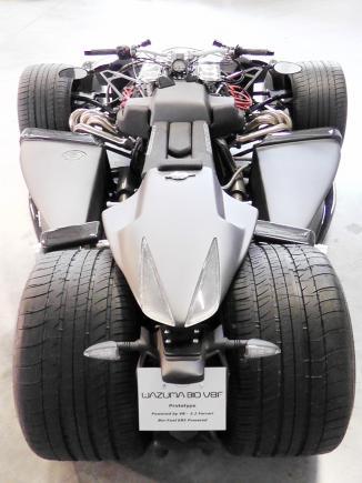 <!--:es-->Locura 'híbrida' …El modificador de automóviles y motocicletas francés Lazareth ha llevado la locura al campo de los vehículos híbridos con su Wazuma V8F Matt Edition.<!--:-->
