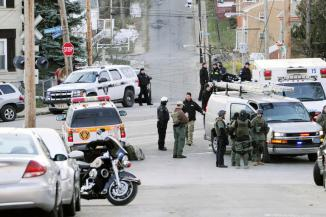 <!--:es-->3 shot outside Pittsburgh Brashear High School<!--:-->