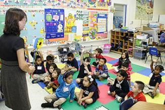 <!--:es-->Prekindergarten Students Focusing on Learning Mandarin Chinese<!--:-->