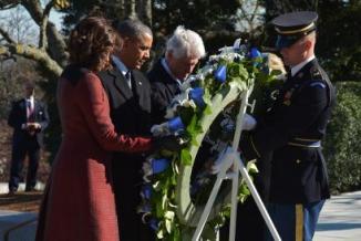 <!--:es-->Rinde Obama homenaje a Kennedy<!--:-->