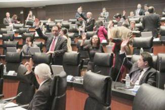 <!--:es-->En maratónica sesión, el Senado mexicano aprueba la reelección …La reelección, un tabú en México<!--:-->