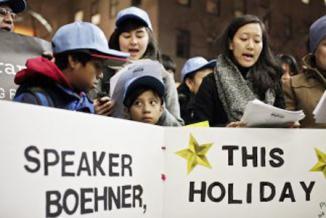 <!--:es-->Un grupo de inmigrantes le pide a Boehner un regalo de Navidad …Boehner estaría preparando el terreno para debatir un proyecto de reforma en el curso de 2014<!--:-->