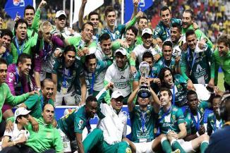 <!--:es-->Ruge León como Campeón en el Azteca<!--:-->