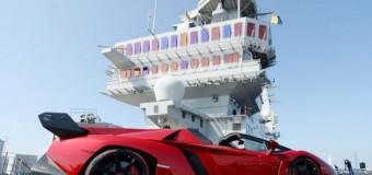 <!--:es-->Lamborghini Veneno Roadster, la bestia al aire libre &#8230;La marca del toro mostró su superdeportivo de 4.7 millones de dólares en un portaviones.<!--:-->