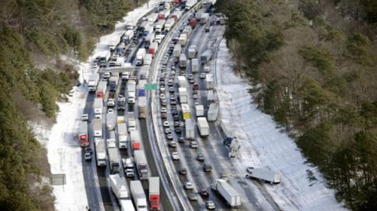 <!--:es-->Caos total en el sureste de EEUU por una tormenta de nieve<!--:-->