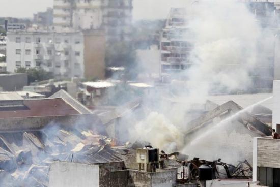 <!--:es-->Despiden a los bomberos que murieron en un incendio en Argentina<!--:-->