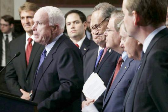 <!--:es-->NALEO premia al Grupo de los Ocho del Senado por la reforma migratoria<!--:-->