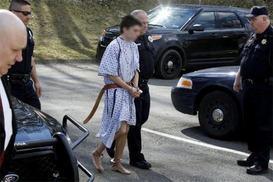 <!--:es-->Joven que acuchilló a 22 en Pensilvania es acusado como adulto<!--:-->