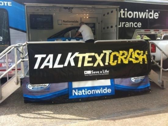 "<!--:es-->""Talk, Text, Crash""