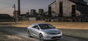 <!--:es-->2015 Chrysler 200 Completamente Renovado se pone al frente de una excitante revolución de carros medianos de alta categoría.<!--:-->