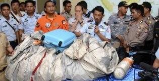 <!--:es-->Hallan restos del avión de AirAsia &#8230;Autoridades de Indonesia han recuperado 40 cadáveres del total de 162 personas que viajaban en el Airbus.<!--:-->
