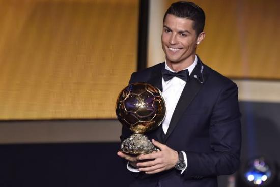 <!--:es-->Cristiano Ronaldo, Balón de Oro por tercera vez, segunda consecutiva<!--:-->
