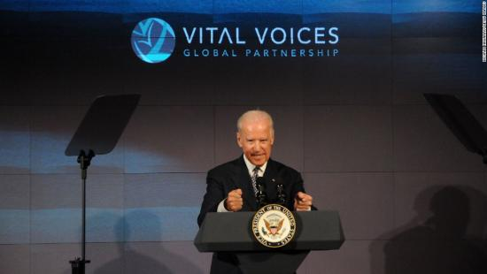 <!--:es-->Biden: 'There is a chance' I'll primary Clinton<!--:-->