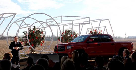 <!--:es-->Toyota pone manos a la obra, inicia la construcción de su nueva sede en Plano<!--:-->