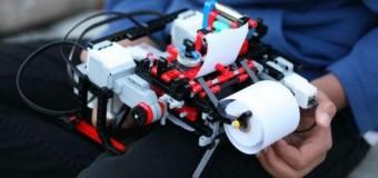 <!--:es-->Un niño crea una impresora de braille con Legos<!--:-->