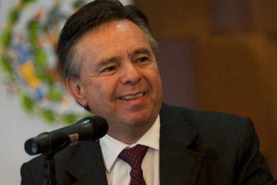 <!--:es-->Entre rechazos, nombran a exembajador y exfiscal como ministro de Suprema Corte en México<!--:-->