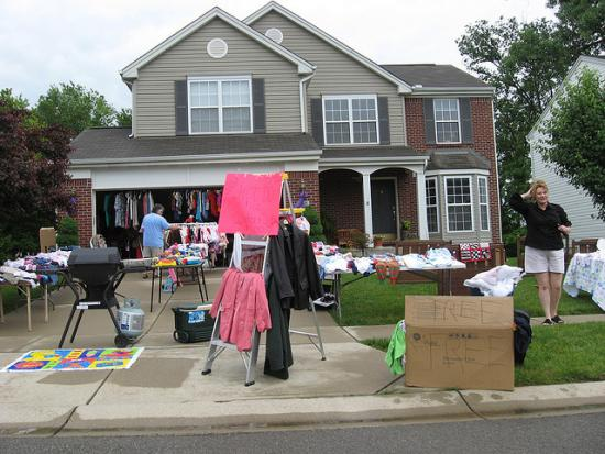 <!--:es-->Spring Cleaning Fuels the Resale Revolution! Booming Local Trend: Tired of Your Wardrobe? Trade it in for Quick Cash or Clothes<!--:-->