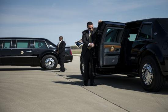 <!--:es-->Investigan a agentes del Servicio Secreto por estrellar auto contra reja de la Casa Blanca<!--:-->