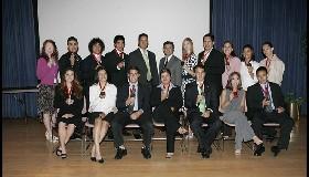 <!--:es-->18 Talentosos Estudiantes son Honrados por su Liderazgo!<!--:-->