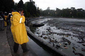 <!--:es-->Gran grieta en Chapultepec deja al descubierto lodo y basura!<!--:-->