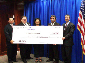 <!--:es-->DHCCF Presents $350,000 in College Schoolarships at DISD<!--:-->