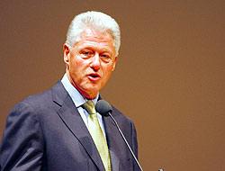 <!--:es-->Deportaciones Masivas 'serían una locura': Clinton<!--:-->