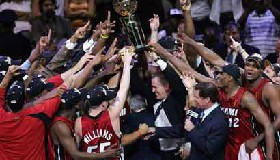 <!--:es-->Miami CAMPEON gana a Mavericks 95 a 92<!--:-->