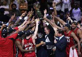 <!--:es-->Miami CAMPEON gana a Mavericks 95 a 92<!--:-->