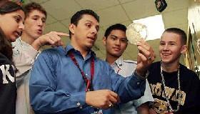 <!--:es-->Estudio muestra diferencias  socio-económicas entre hispanos<!--:-->