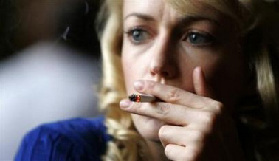 <!--:es-->Women smokers prone to lung cancer, but fewer die<!--:-->