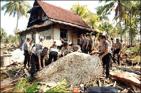 <!--:es-->Grim search for bodies after Indonesian tsunami<!--:-->