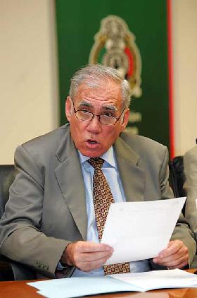 <!--:es-->Multan a Santos por insultos a Baloy<!--:-->