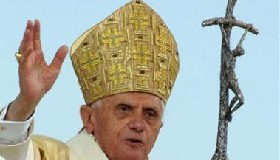 <!--:es-->God cannot be used to justify fanaticism: Pope<!--:-->