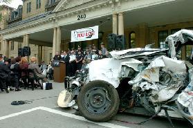 <!--:es-->El Departamento de Transporte de los Estados Unidos Propone Tecnología Para Prevenir  Vuelcos En Automóviles Nuevos<!--:-->