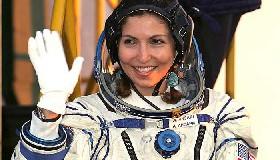 <!--:es-->Va al espacio primera mujer turista<!--:-->