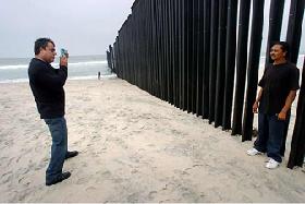 <!--:es-->Divide proyecto del Muro a Congreso de EEUU<!--:-->