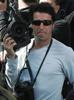 <!--:es-->Palestinian gunmen kidnap AP photographer in Gaza<!--:-->