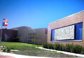 <!--:es-->Exhibición de la Biblioteca nos da un vistazo  a las comunidades étnicas de Dallas<!--:-->