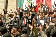 <!--:es-->Causan diputados otro choque por tribuna . . . Los coordinadores de todos los partidos siguen en pláticas para llegar a un acuerdo<!--:-->