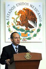 <!--:es-->Cambia Calderón imagen constitucional<!--:-->