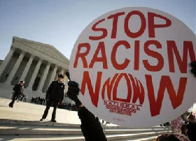 <!--:es-->Key U.S. justice opposes use of race in school cases<!--:-->