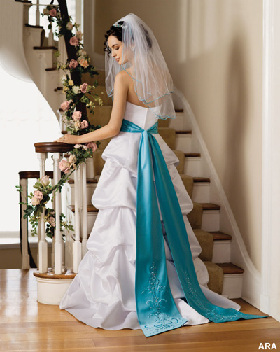 <!--:es-->Getting Married? Let a Computer Help You Create the Dress of Your Dreams!<!--:-->