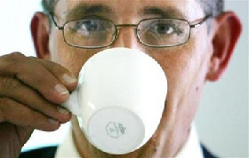 <!--:es-->Milk cancels health benefit of drinking tea: study<!--:-->