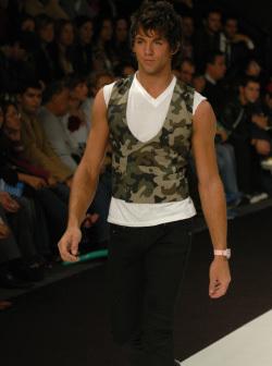 "<!--:es-->Cavalli pone ""música rock"": . . . Moda masculina en Milán<!--:-->"