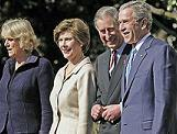 <!--:es-->Reciben los Bush a Carlos y Camilla<!--:-->