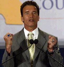 <!--:es-->Sufre Arnold revés político<!--:-->