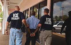 <!--:es-->Cuestionan fusión inmigración y aduanas<!--:-->