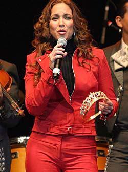<!--:es-->Coronan a Lucero como Reina de los Voceadores!<!--:-->
