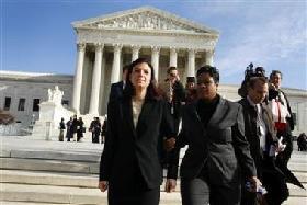 <!--:es-->Top court reviews abortion notice law<!--:-->